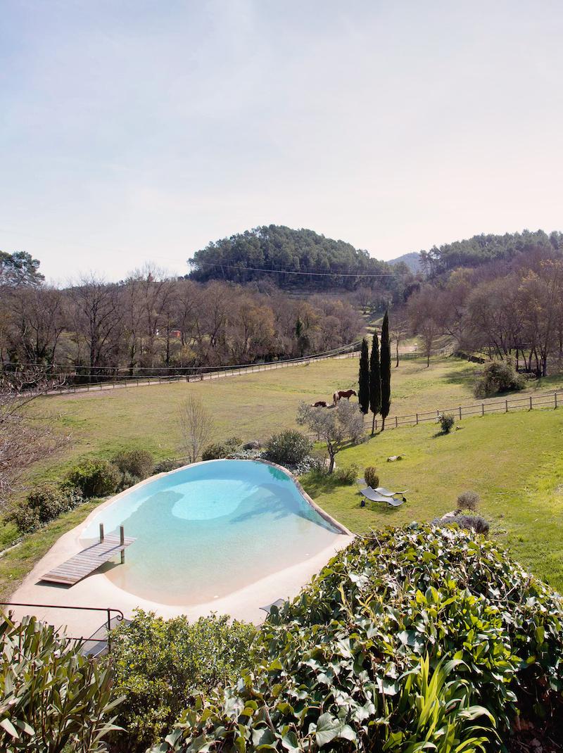 https://book.bnbkeys.com/fr/rentals/225654-villa-le-hameau-hameau-provencal-situe-au-coeur-d-un-domaine-viticole-a-le-val?currency=EUR