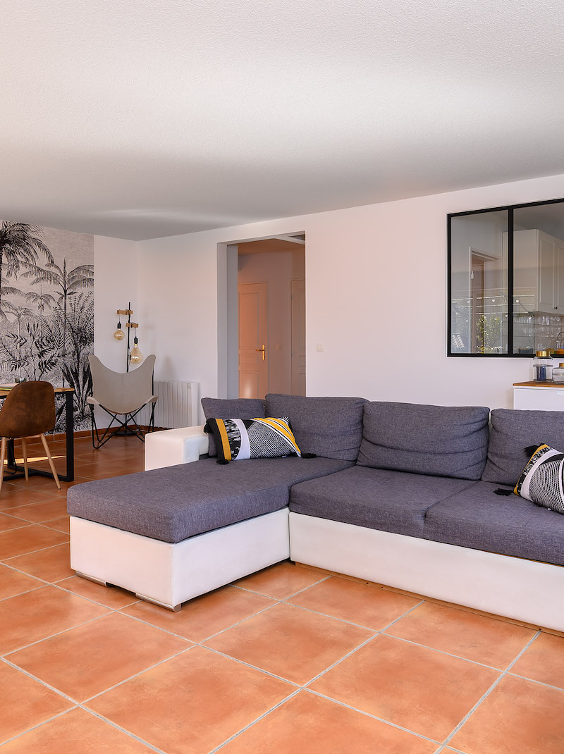 https://book.bnbkeys.com/fr/rentals/218127-spacieuse-villa-sur-la-corniche-des-oliviers-condition-d-annulation-flex-a-north-nice?currency=EUR&guests=1