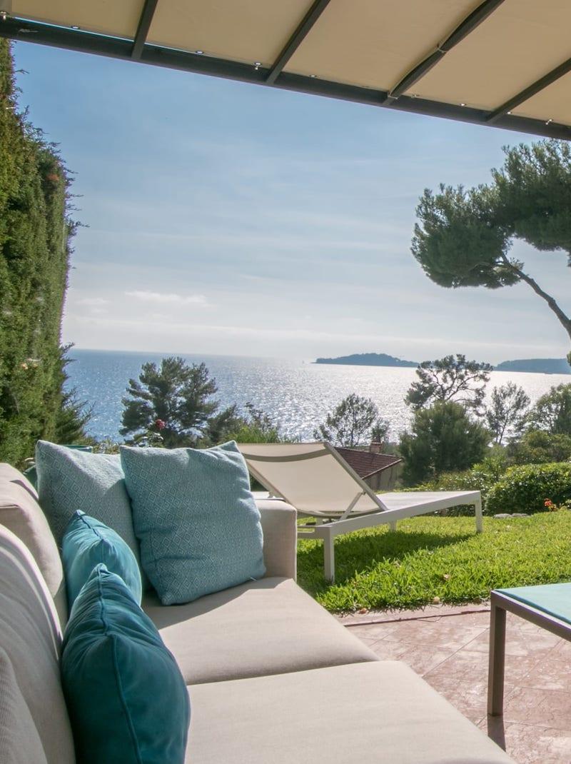 https://book.bnbkeys.com/fr/rentals/231161-villa-valentina-charmante-villa-avec-vue-mer-et-piscine-a-eze?currency=EUR&guests=1