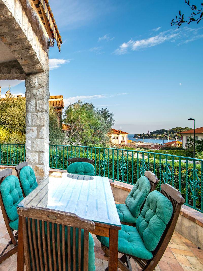 https://book.bnbkeys.com/fr/rentals/206308-villa-melusina-splendide-villa-avec-vue-mer-a-saint-jean-cap-ferrat-a?currency=EUR&guests=1