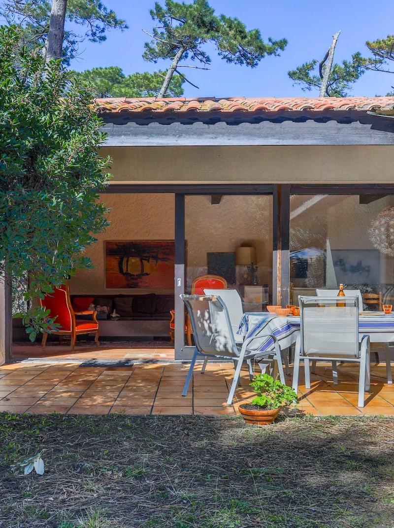 https://book.bnbkeys.com/fr/rentals/224140-villa-hortensias-une-belle-villa-au-calme-dans-la-pinede-a-hossegor?currency=EUR&guests=1