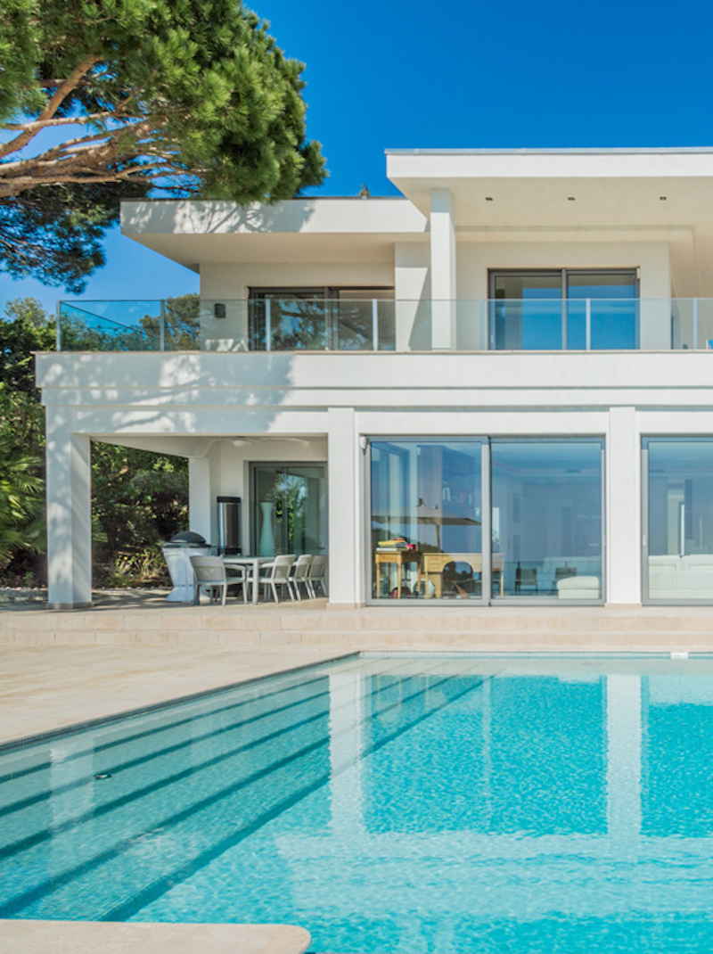https://book.bnbkeys.com/fr/rentals/224752-villa-delia-magnifique-villa-contemporaine-avec-une-vue-mer-panoramique-a-vallauris?currency=EUR