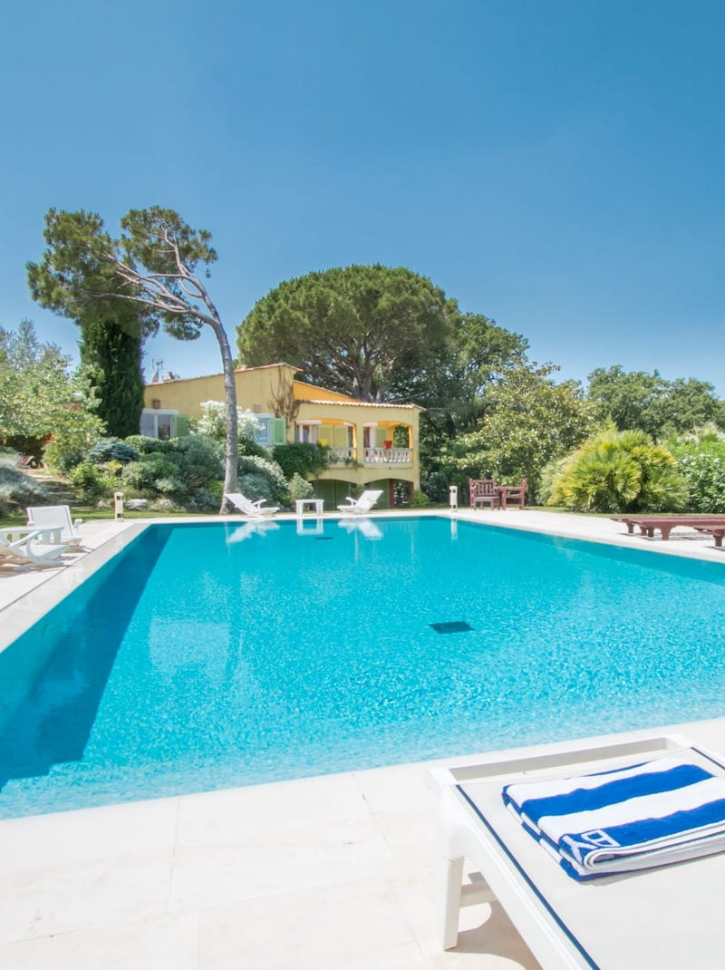 https://book.bnbkeys.com/fr/rentals/231712-villa-giulia-belle-villa-tropezienne-proche-village-a-saint-tropez?currency=EUR&guests=1