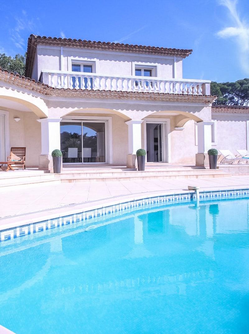 https://book.bnbkeys.com/fr/rentals/169911-villa-savina-magnifique-villa-climatisee-avec-piscine-au-calme-a-mougins?currency=EUR&guests=1