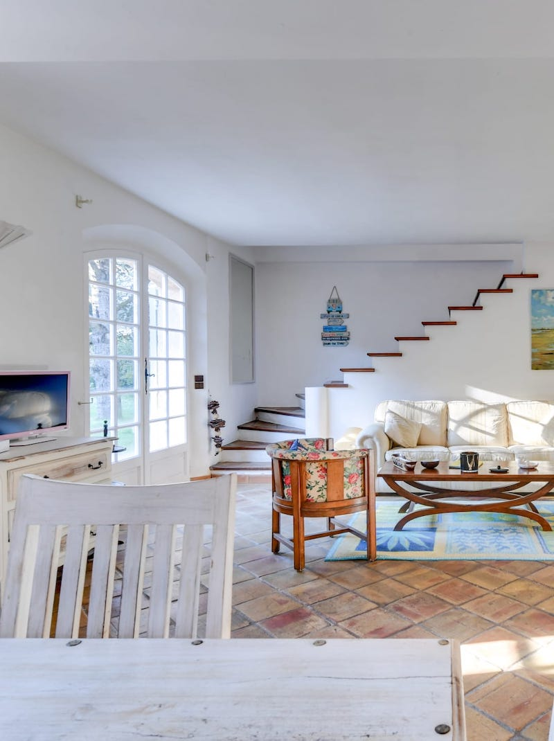 https://book.bnbkeys.com/fr/rentals/169987-charmante-villa-provencale-avec-jardin-piscine-a-mougins-proche-commerces-a-mougins?currency=EUR&guests=1