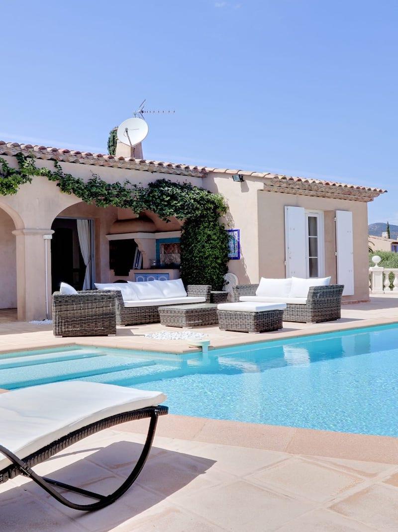https://book.bnbkeys.com/fr/rentals/200726-villa-maeva-villa-de-prestige-avec-piscine-a-debordement-et-vue-mer-a-sainte-maxime?currency=EUR&guests=1