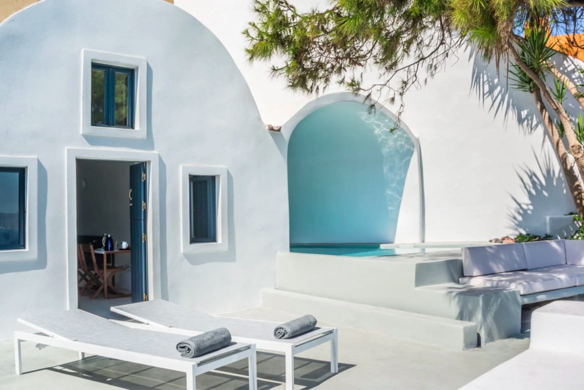 https://book.selectivetraveler.com/fr/rentals/276300-villa-palma-a-luxury-hideout-in-oia-of-santorini-with-pool-and-seaview-a-santorini?currency=EUR