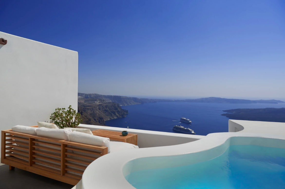 https://book.selectivetraveler.com/fr/rentals/276299-villa-erato-residence-panoramic-sea-view-with-jacuzzi-4-guests-a-santorini