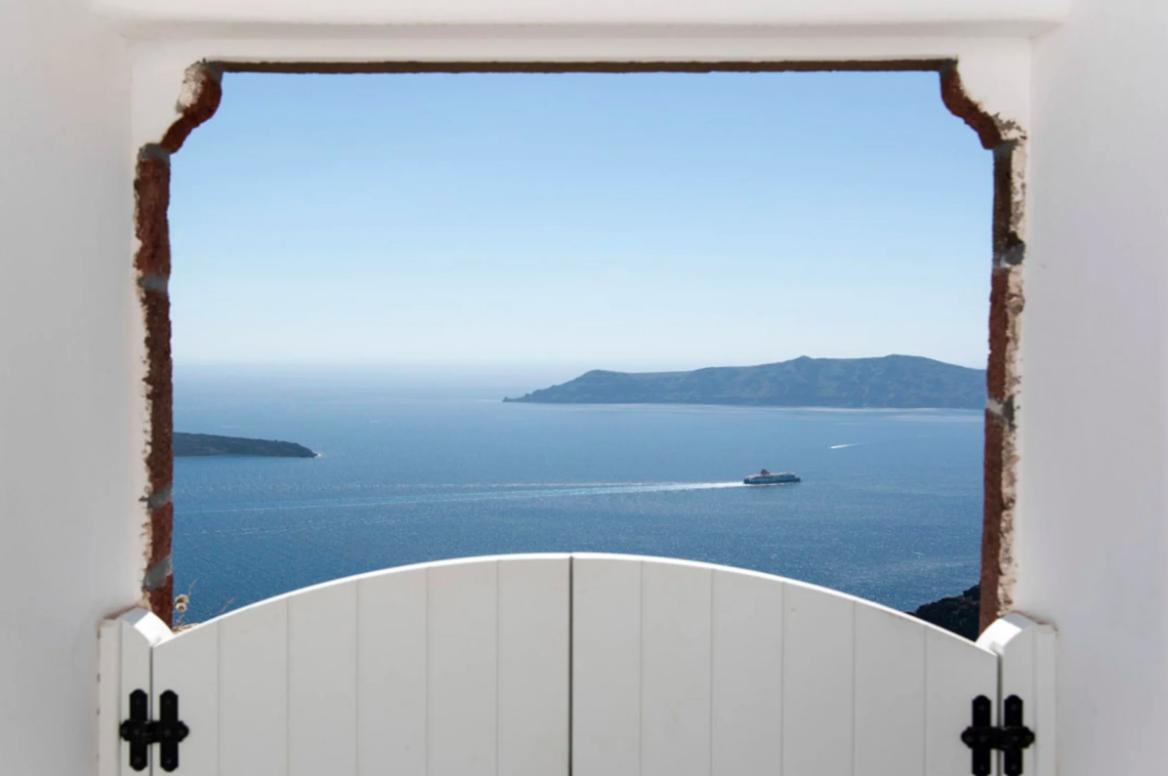 https://book.selectivetraveler.com/fr/rentals/276298-villa-erato-canava-cave-house-overlooking-the-sea-with-jacuzzi-a-santorini