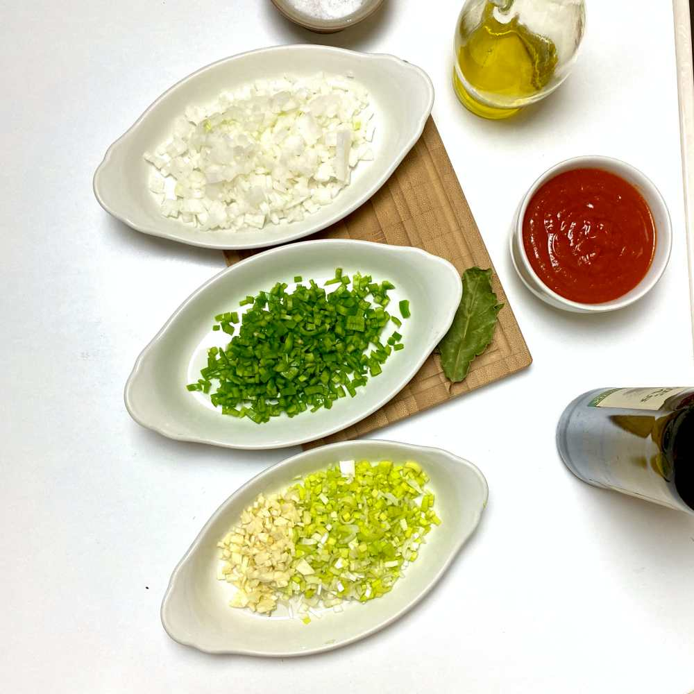 Ingredients to cook sofrito.