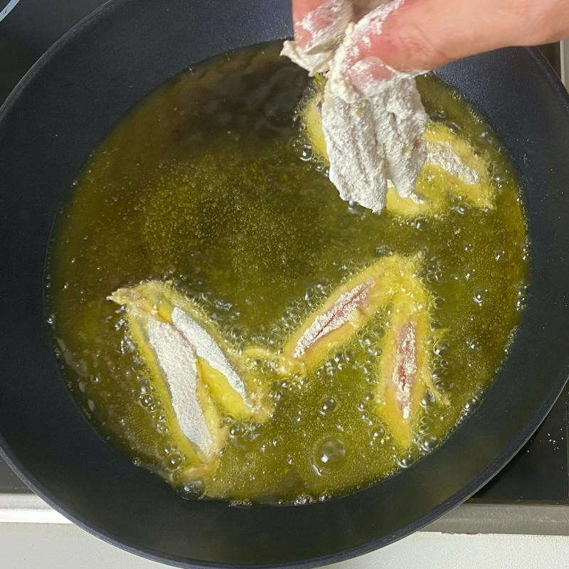 Frying anchovies
