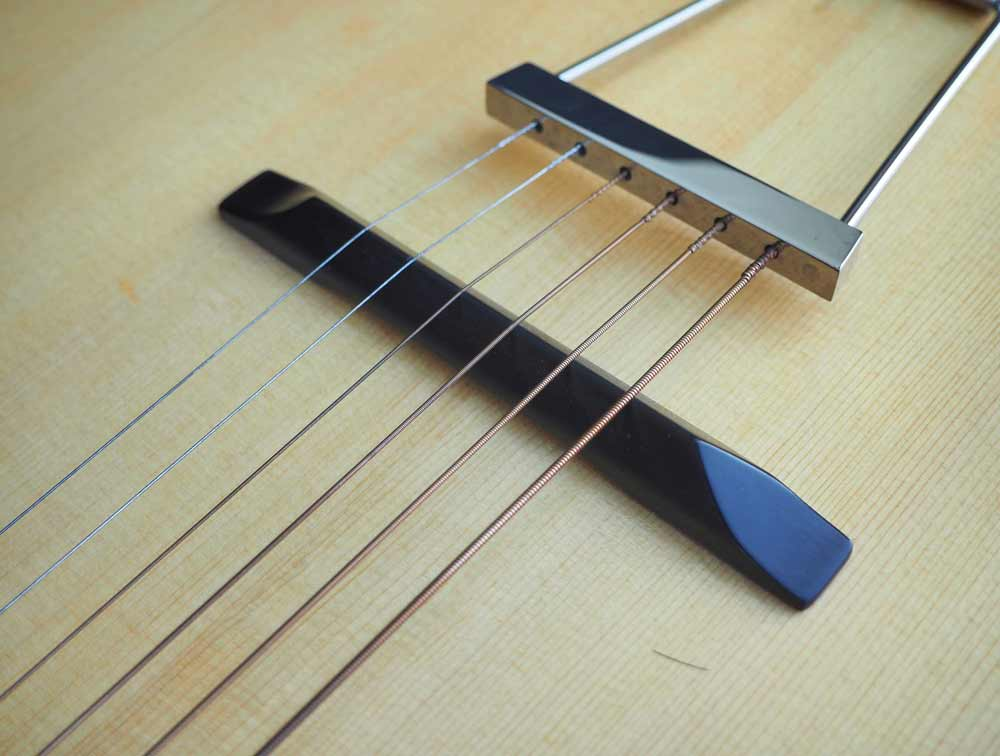 Short Scale L-O Guitar