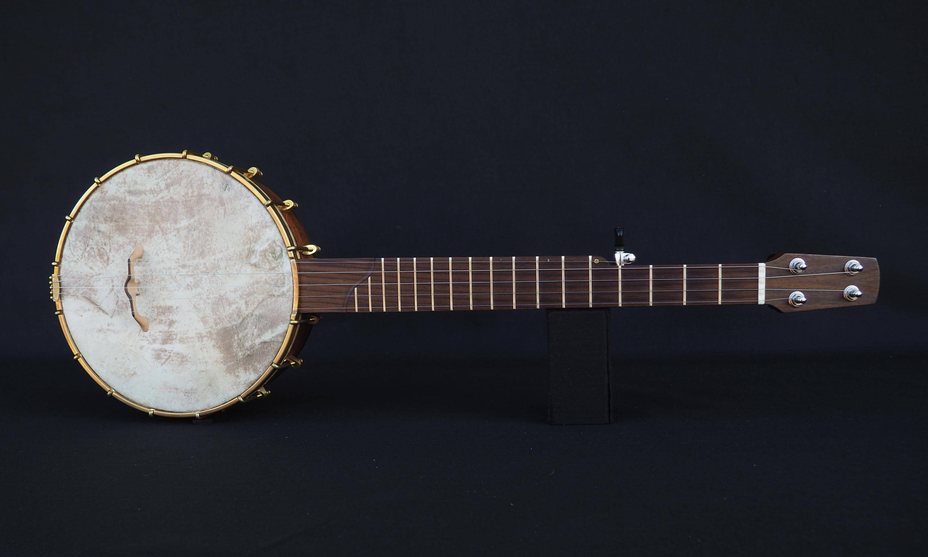 a scale open back banjo