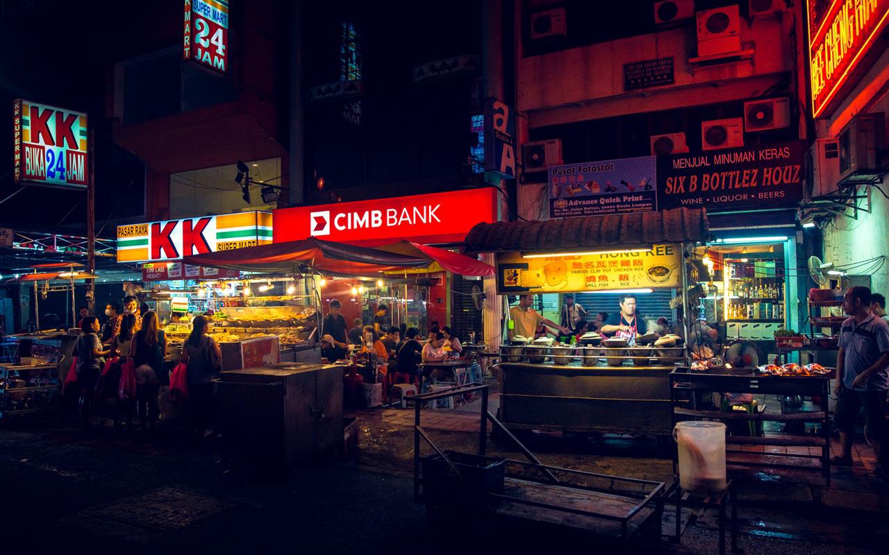 Street food and various shops at Petaling Street.