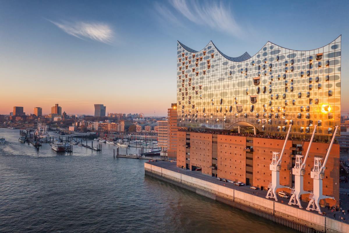 Die Elbphilharmonie in der HafenCity. Hamburgs berühmte Sehenswürdigkeiten