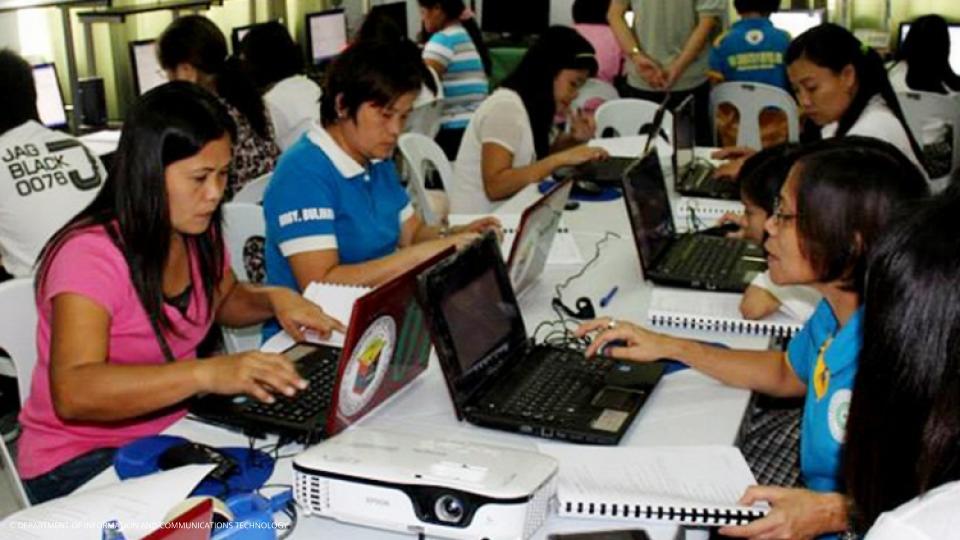 Pagkuha ng sahod ng mga Contract of Service (COS) at Job Order (JO) Workers