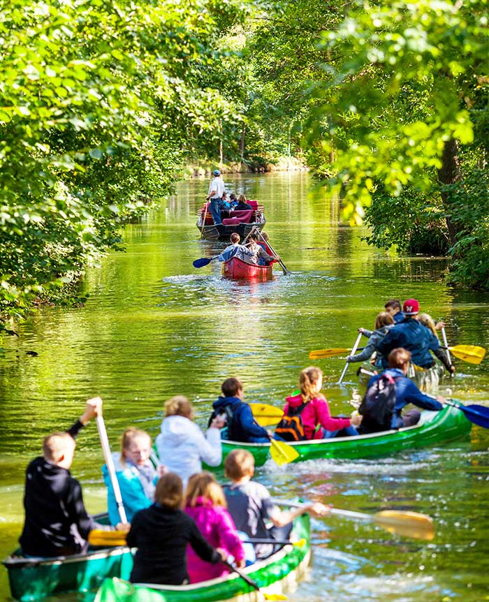 a group of young people go on a canoe trip in the spreewald