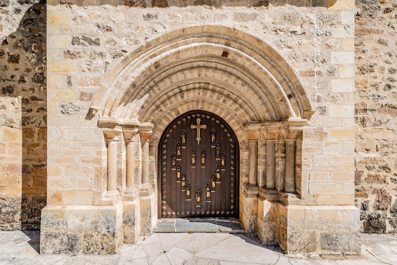 Puerta del Perdon en el Monasterio de Santo Toribio de Liebana, cerca de Potes, en Cantabria