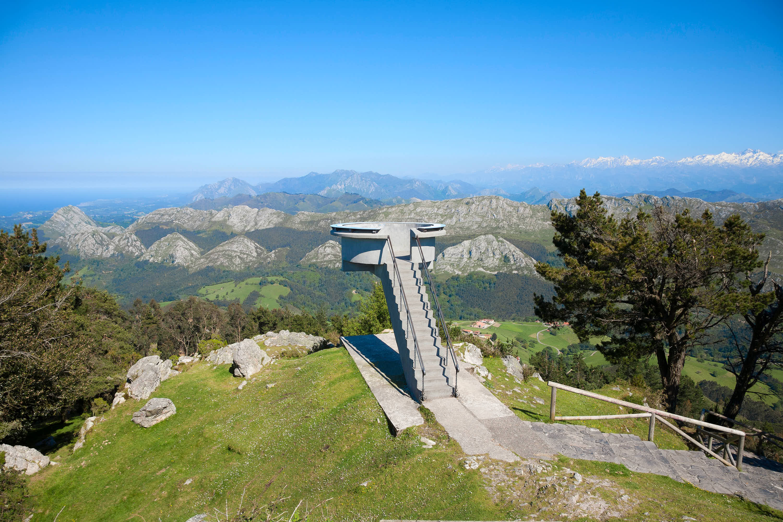 Mirador del Fito con panoramica desde la costa a los Picos de Europa