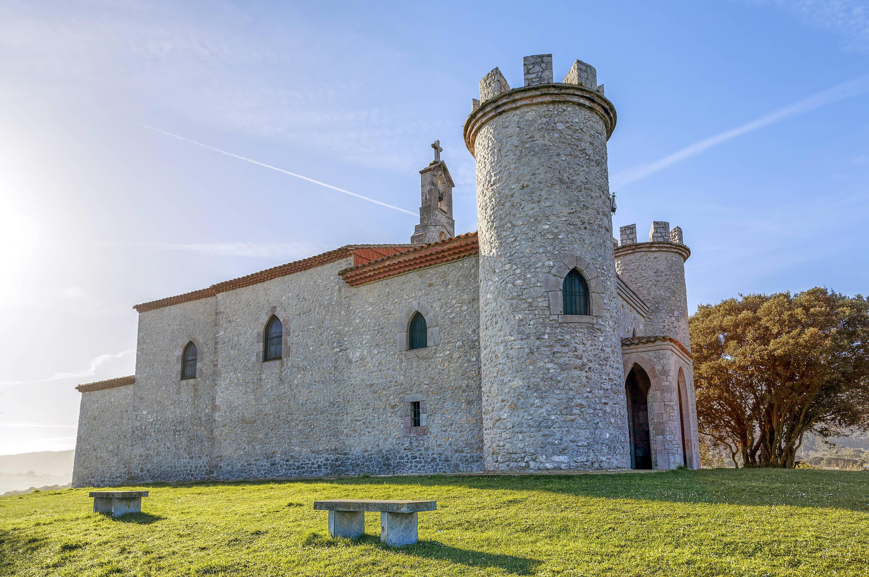 Capilla o Ermita de la Guia en la ciudad de Llanes, Asturias