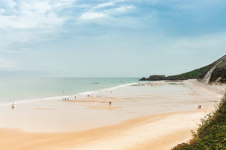 Lado derecho de la Playa de San Antolin en Llanes, Asturias