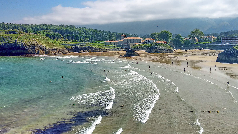 Playa de Palombina en Llanes, Asturias