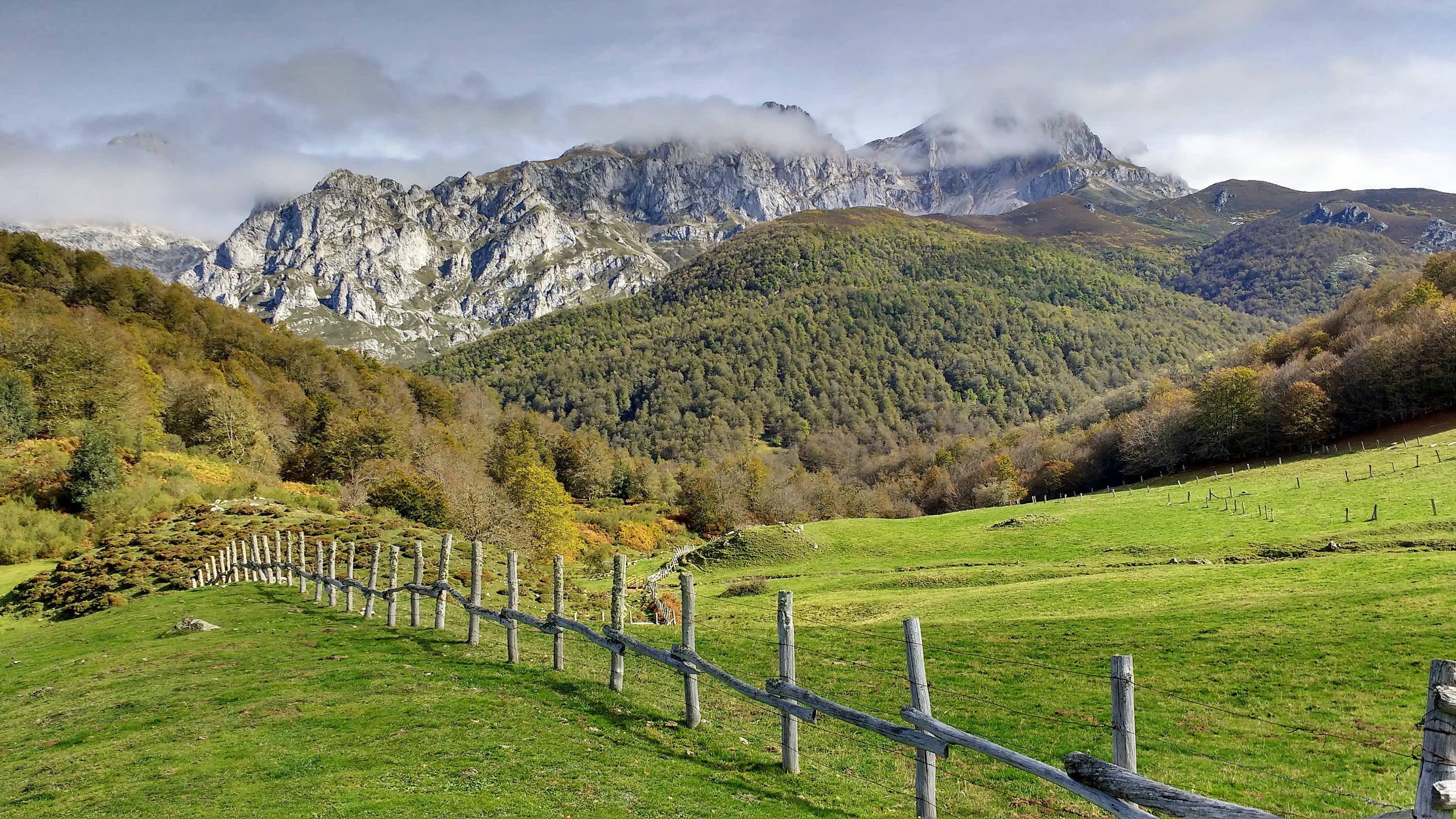 Macizo del Cornion visto desde Vegabaño, en el Valle de Sajambre de Leon