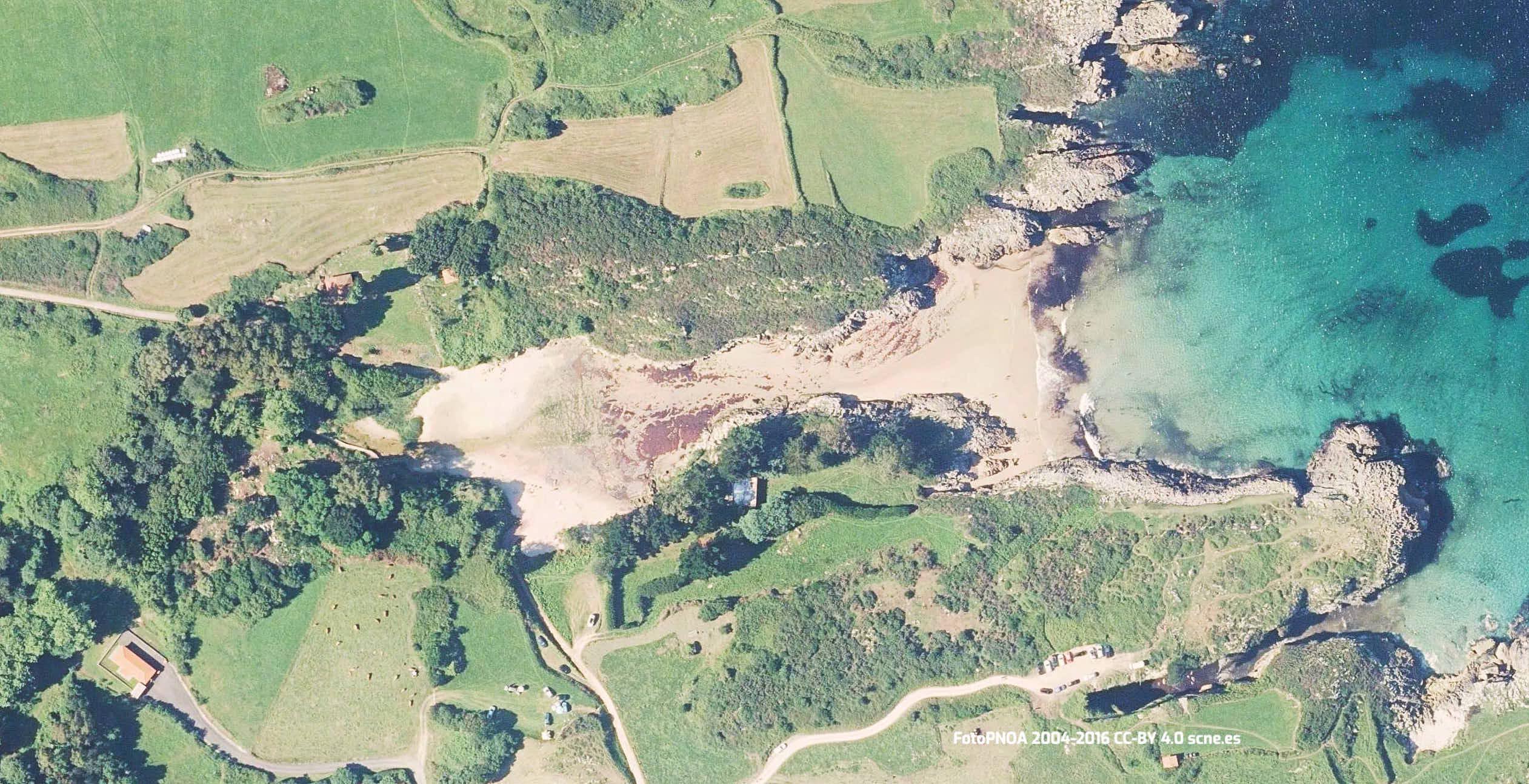 Vista aerea de la playa de Huelga en Llanes, Asturias