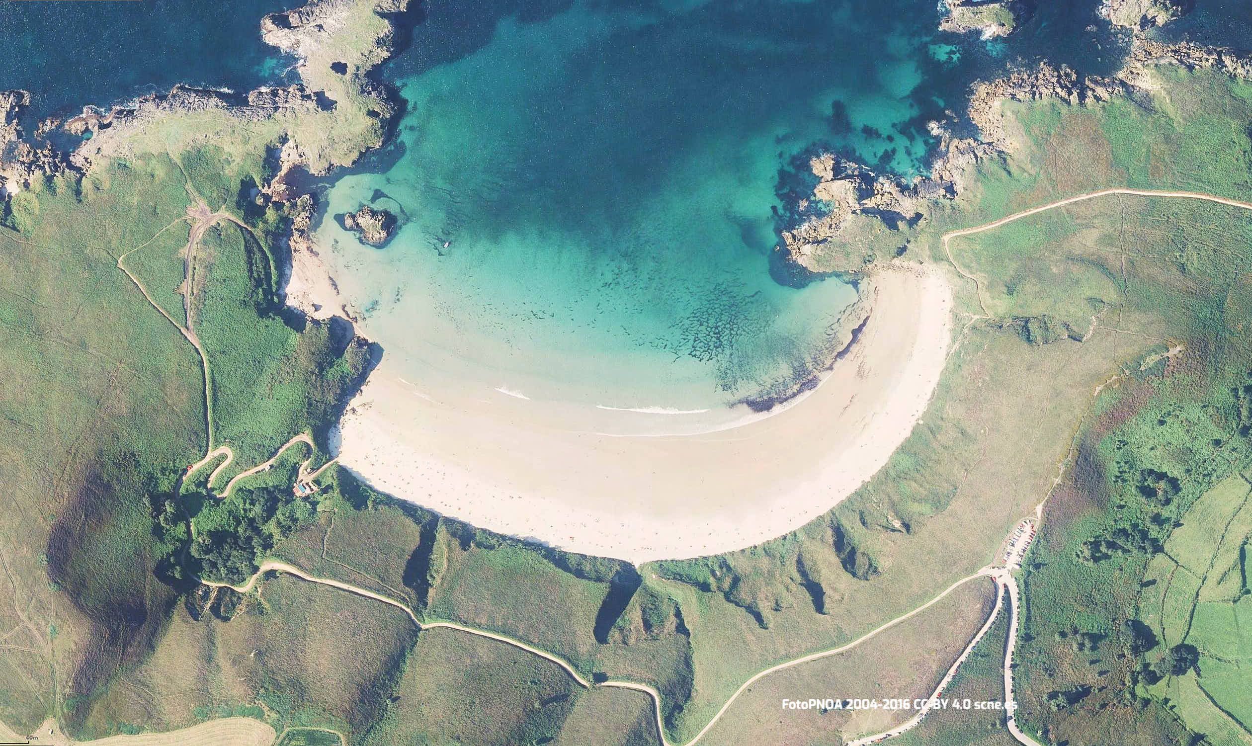 Vista aérea de la Playa de Torimbia en Llanes, Asturias