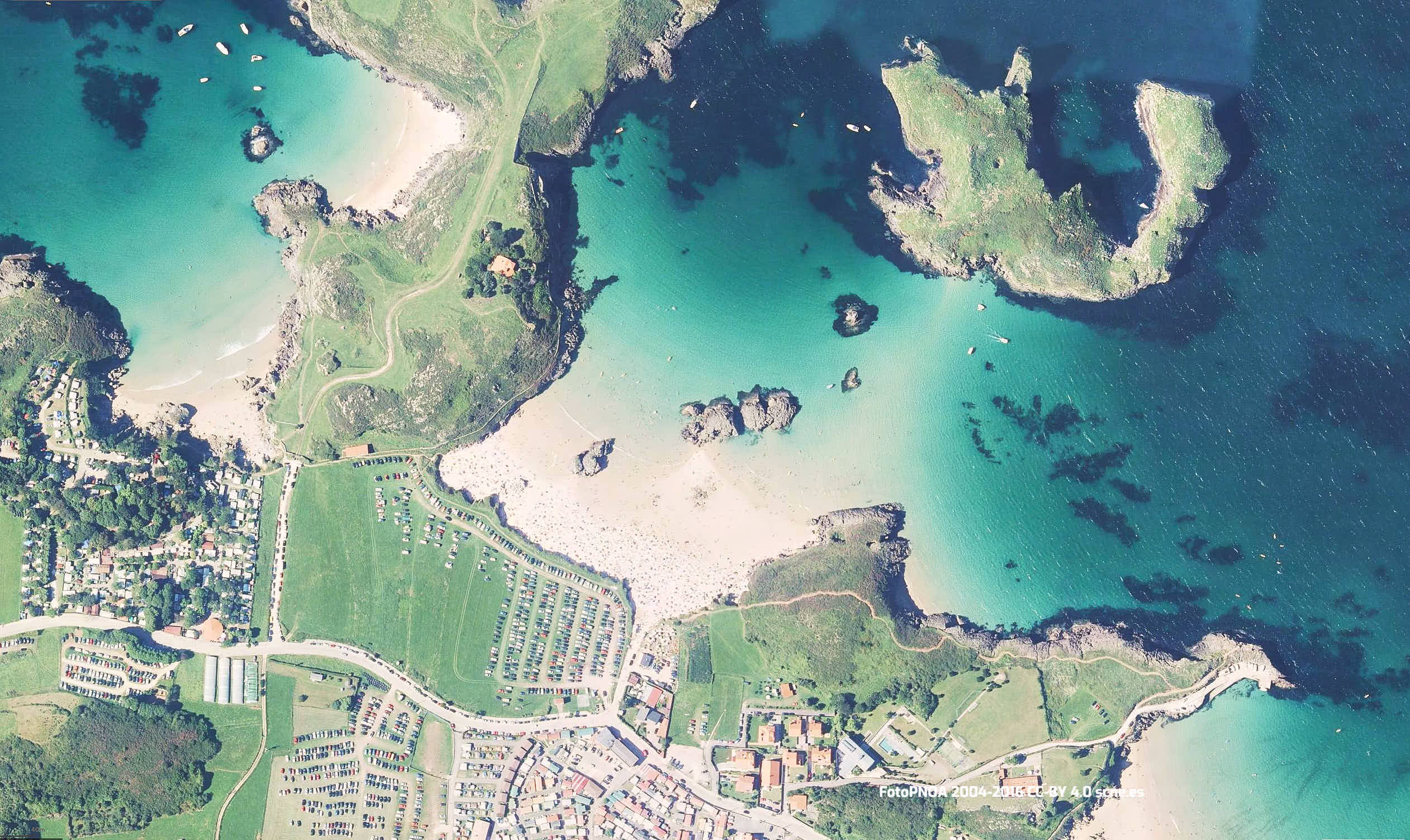 Vista aérea de la playa de Borizo en Llanes, Asturias