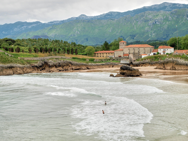 Playa de Las Camaras en Llanes, Asturias