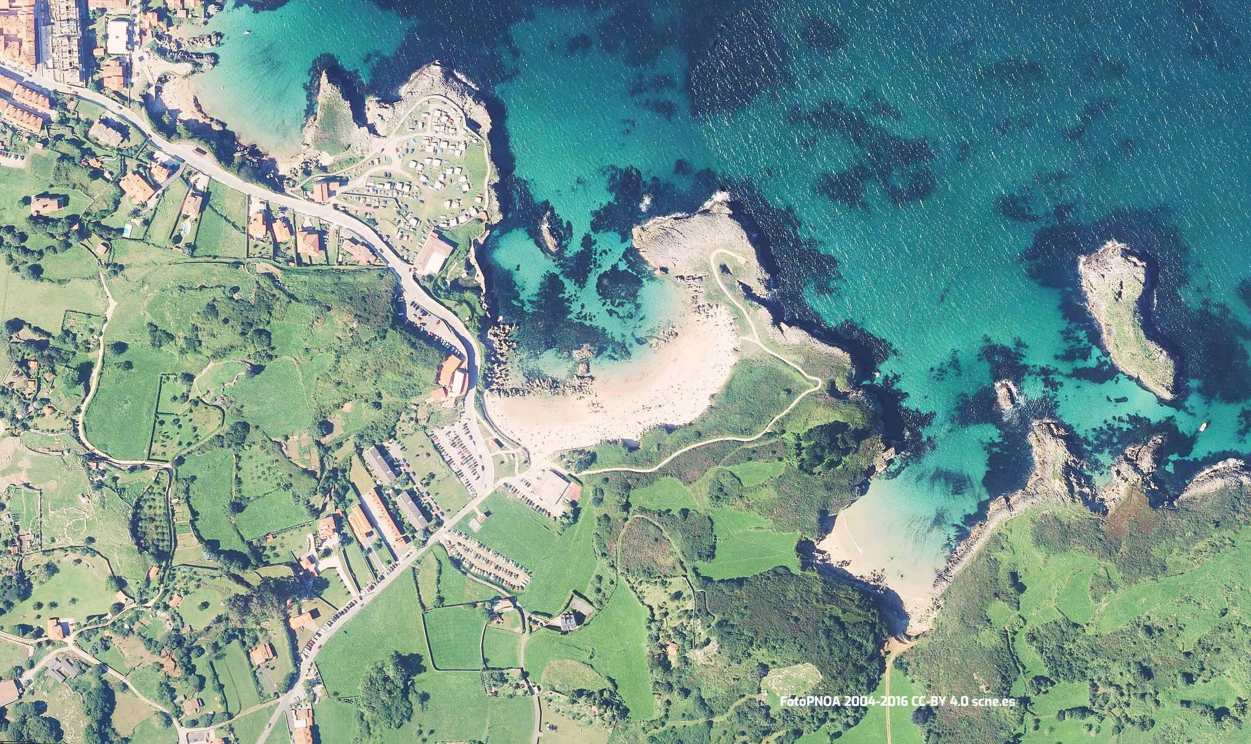 Vista aérea de la Playa de Toró, en Llanes, Asturias