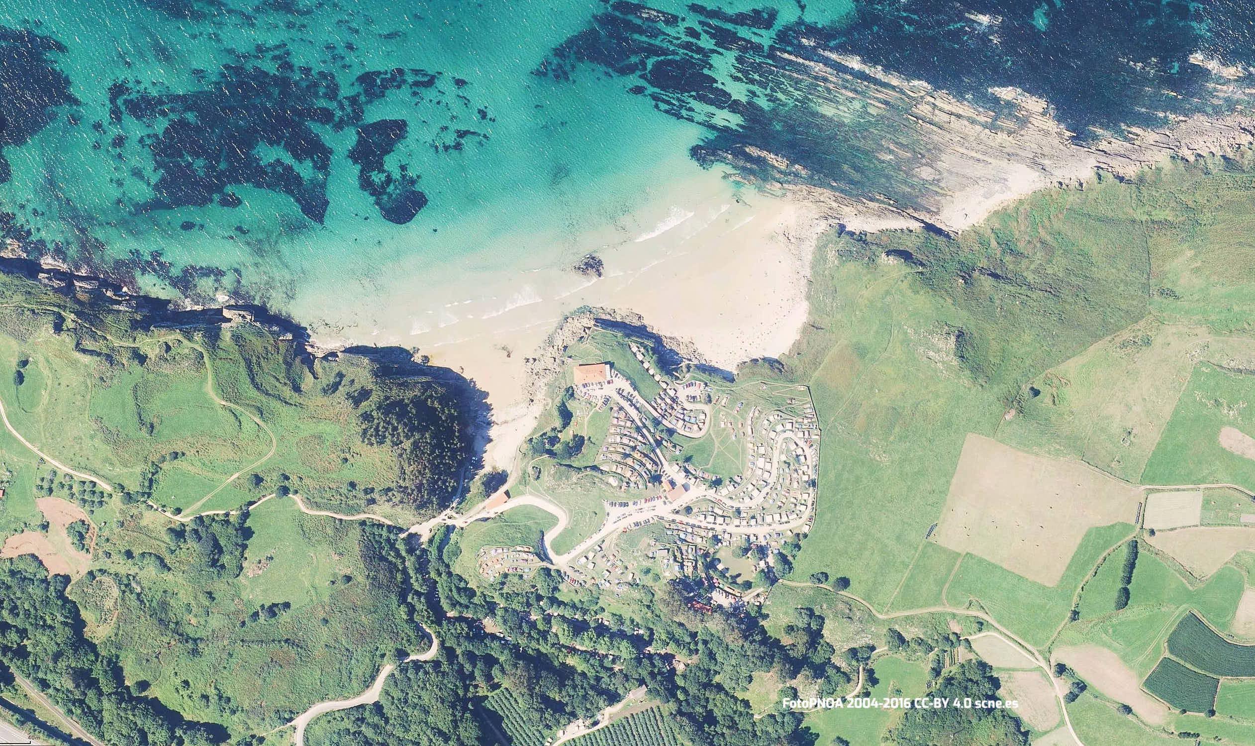 Vista aerea de la playa de Vidiago en Llanes, Asturias
