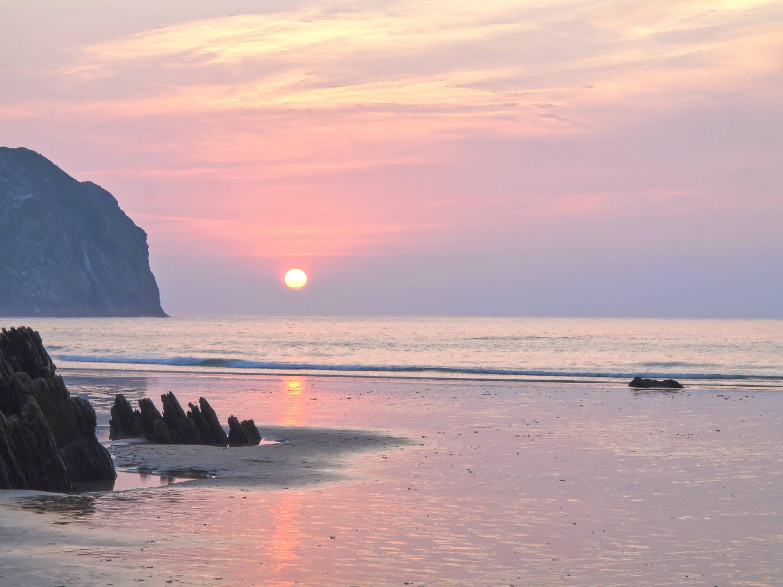 Atardecer en la playa de Vidiago en Llanes, Asturias