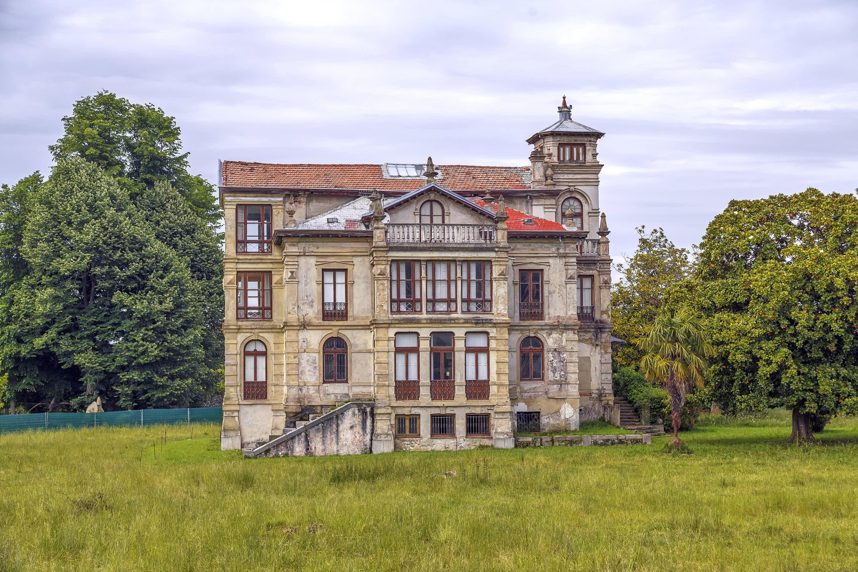 Exterior del Palacio de Partariu en la ciudad de Llanes, Asturias