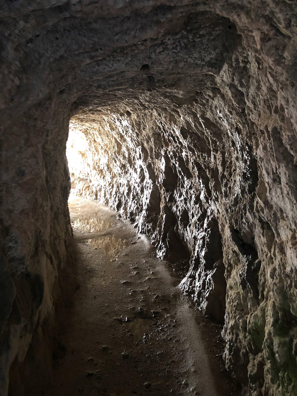 Túnel en la Ruta del Cares cerca de Cain (León)