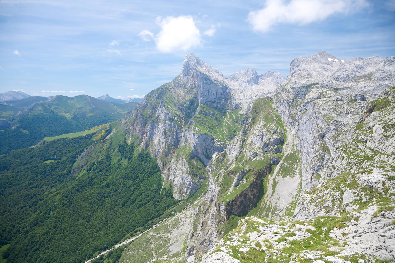 Rutas Aliva y Horcados 1: Picos de Europa desde El Cable en Fuente De, Cantabria