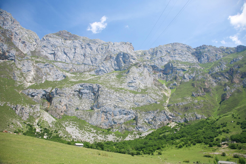 Montaña con la estación de El Cable, para el teleférico de Fuente De, en los Picos de Europa de Cantabria