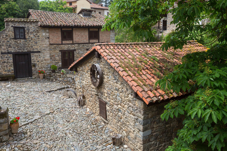 Edificios medievales en la villa de Potes, en Cantabria