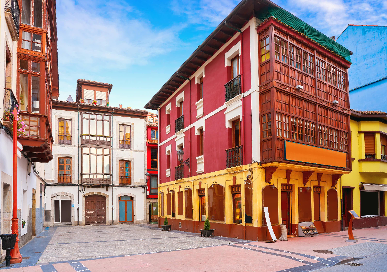 Edificios del casco viejo y conjunto historico de Ribadesella, en Asturias
