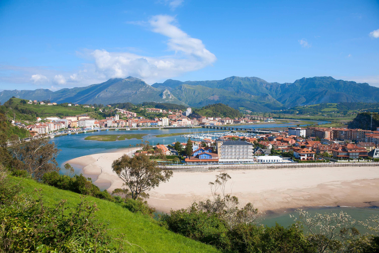 Ribadesella, el rio Sella y la Sierra del Cuera desde la ermita de la Virgen de Guia en Asturias