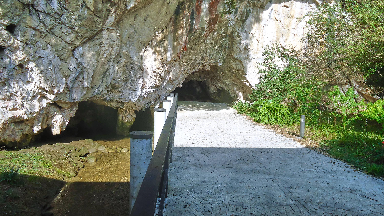 Entrada a la Cueva de Tito Bustillo en Ribadesella, Asturias