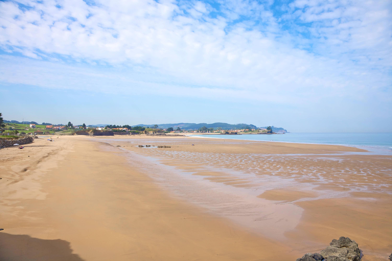 Vista de la Playa de La Espasa y el Mar Cantábrico en Caravia, Asturias