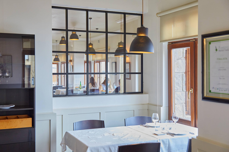 Mesa del restaurante Eutimio en Lastres, Colunga, Asturias