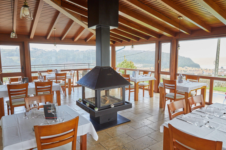 Comedor superior del restaurante Sibariz en Ribadesella, Asturias
