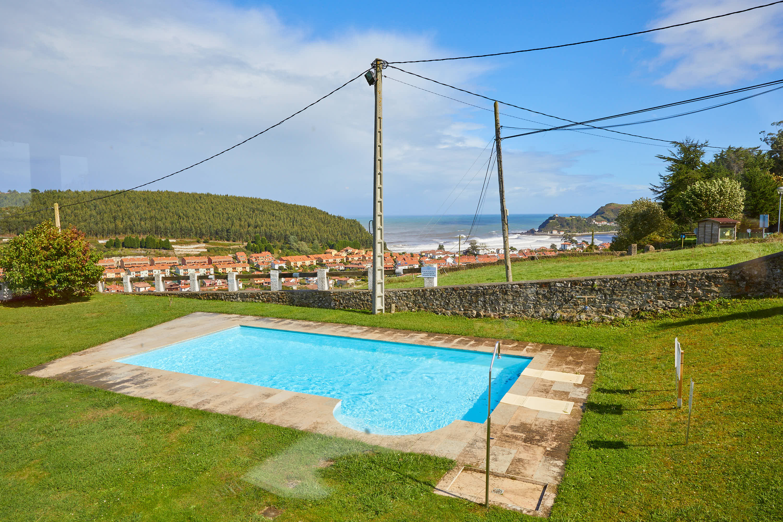 Vistas desde el comedor superior del restaurante Sibariz en Ribadesella, Asturias