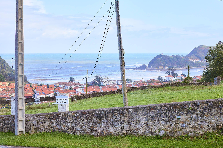 Vistas del mar desde el comedor superior del restaurante Sibariz en Ribadesella, Asturias