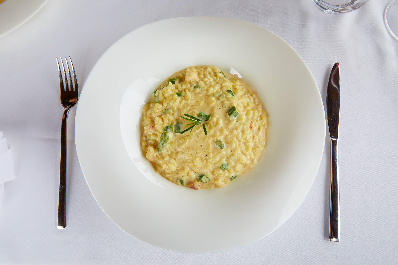 Risotto de boletus y esparragos trigueros del menú del día del restaurante Sibariz en Ribadesella, Asturias