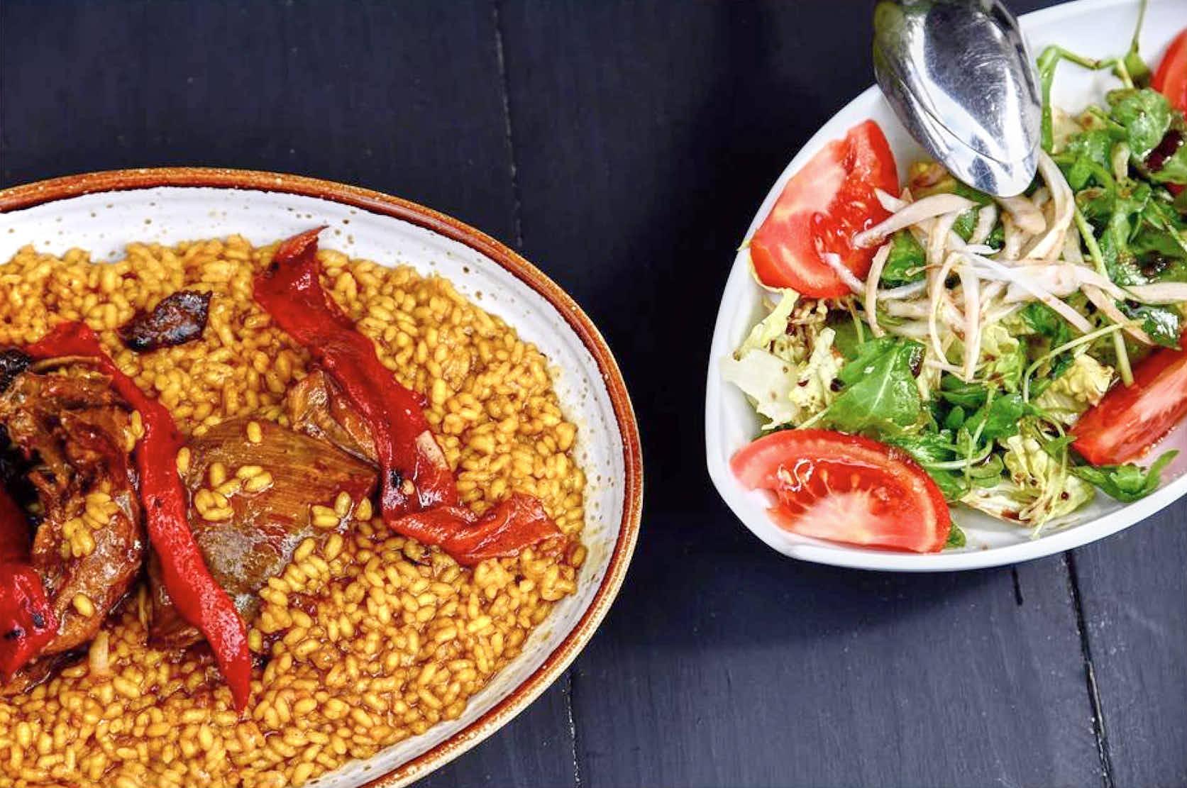 Arroz con pitu o pollo del restaurante Molin de Mingo, en Peruyes, Cangas de Onis, Asturias