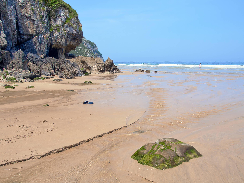 Detalle de la playa de Vidiago en Llanes, Asturias